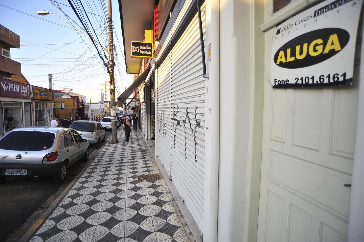 d528fe473 Cinco lojas fecharam as portas nos últimos meses na rua da Penha -