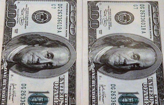 O dólar turismo, usado nos casos de viagem, terminou o dia de ontem cotado para venda a R$ 2,5670 - AFP Photo