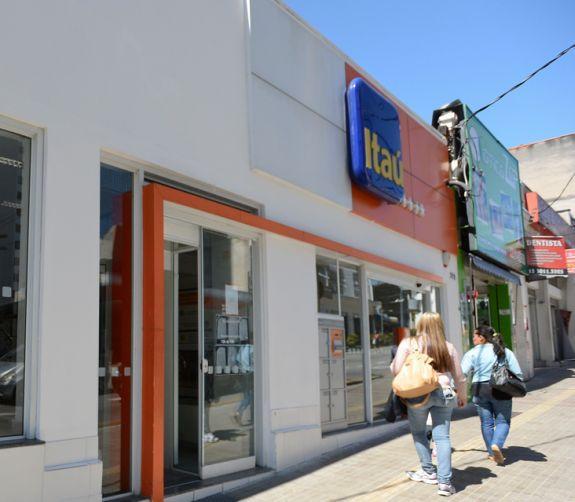 Com 130 ag ncias fechadas greve completa uma semana 28 for Banco exterior agencias