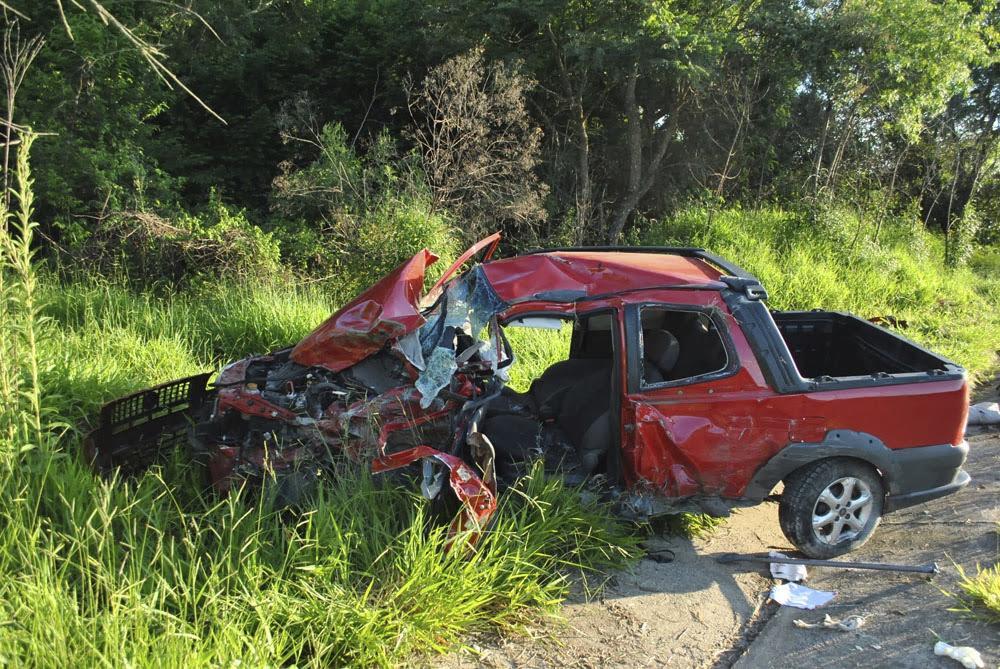 Fiat Strada seguia no sentido Salto de Pirapora e teria invadido a pista contrária - Sérgio Santos/Cortesia