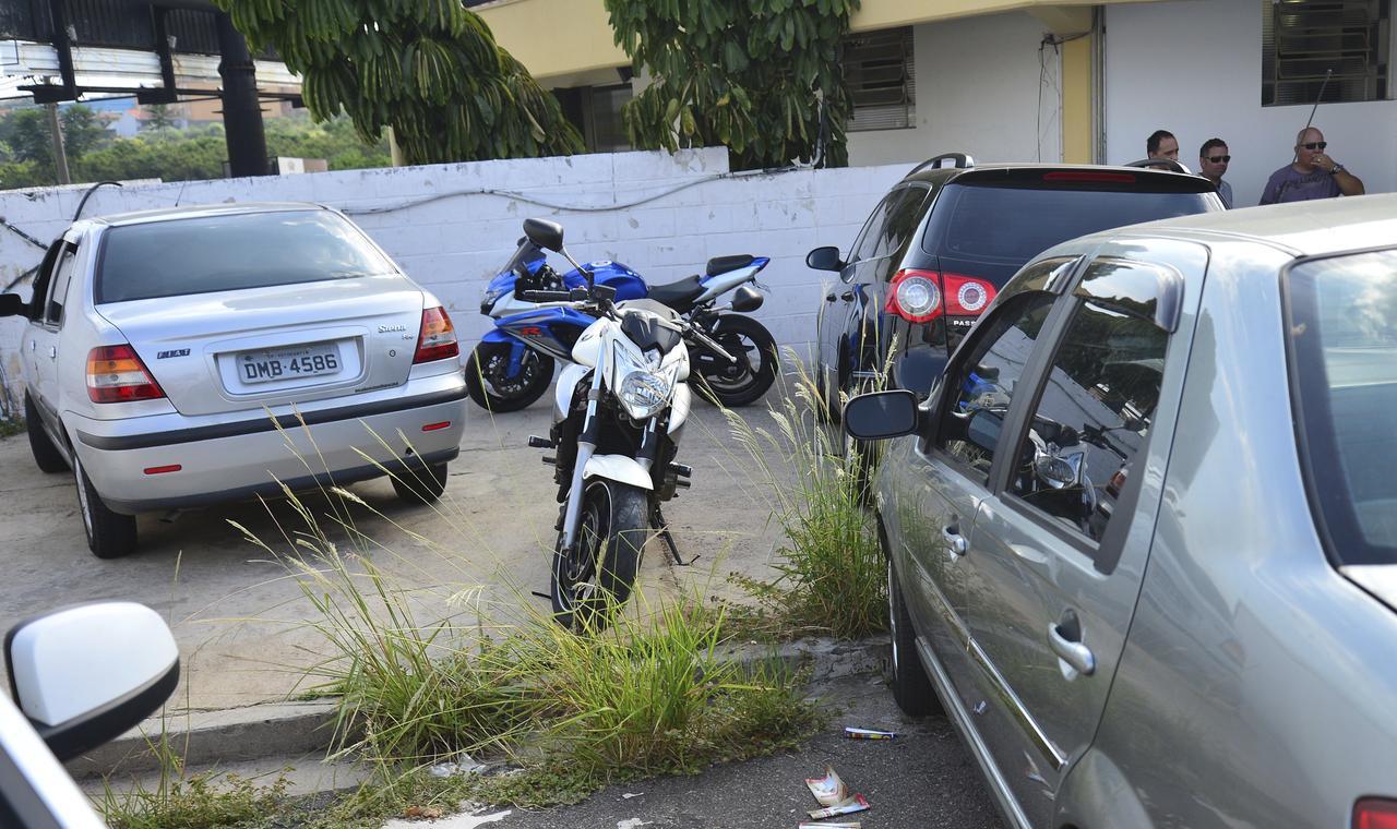 Carros e motos também foram apreendidos em poder da quadrilha  - ADIVAL B. PINTO