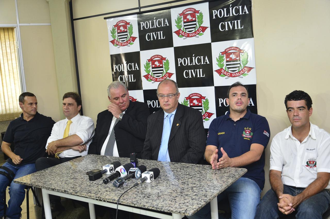  Delegados anunciaram ontem em coletiva a prisão dos acusados  - ADIVAL B. PINTO