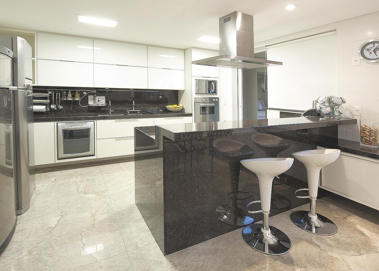 #455E86 Bancada de granito sempre útil na divisão de ambientes 14/09/14  1280x914 px Cozinha Americana Com Bancada Para Sala_3241 Imagens