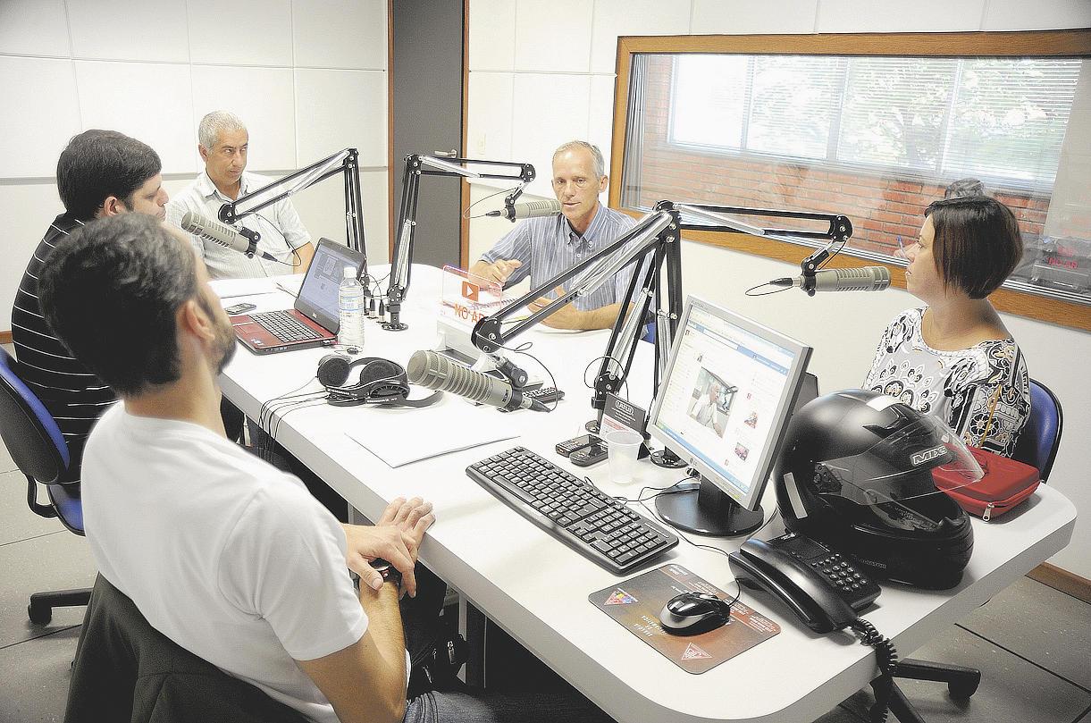 A rádio Cruzeiro FM possui estúdios modernos e72d3ee8dc22c