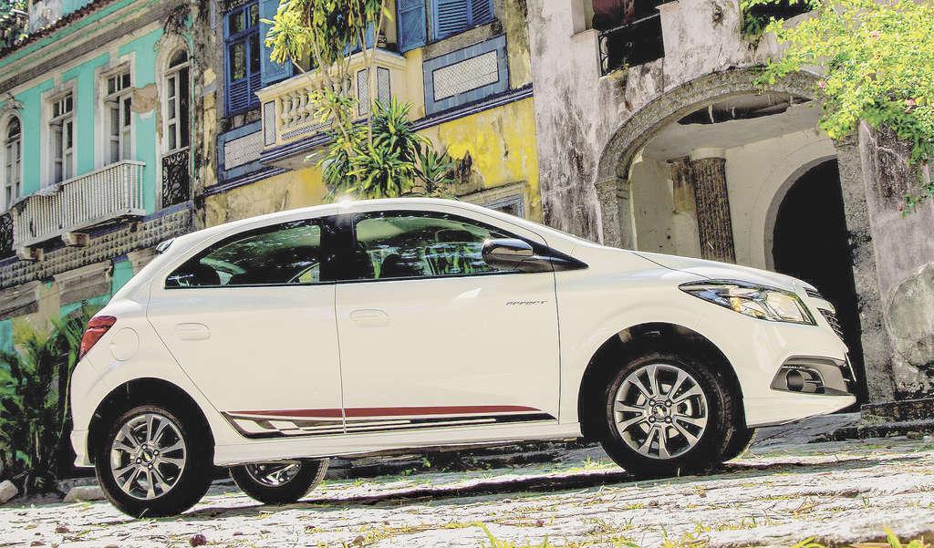 Terceiro carro mais vendido no País em 2014 (perde apenas para o Fiat Palio  e 6e886c333d3f4