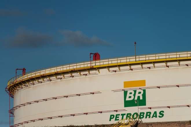 Petrobras corta quase 30 mil milhões de euros em investimentos até 2019