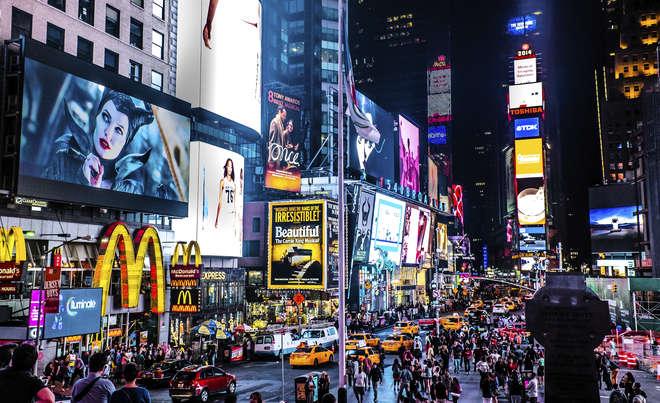 Gasto de brasileiros no exterior recua 32% em 2015