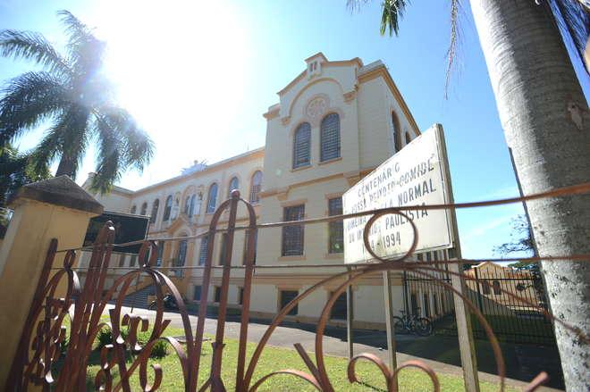 1ª escola normal do interior é de  Itapetininga e começou em 1895