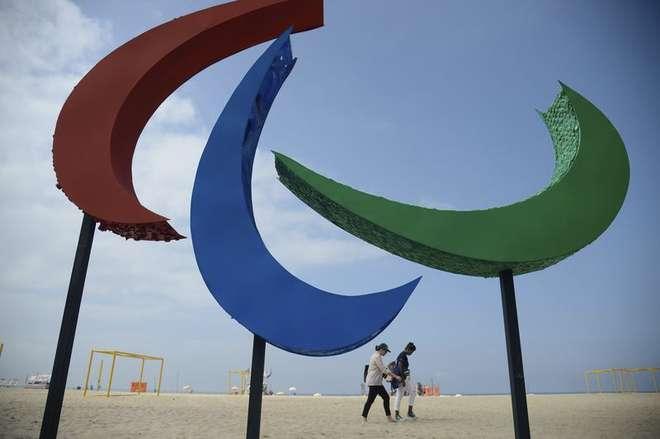 Escultura do símbolo paralímpico inaugurada recentemente na praia de Copacabana. Foto: Agência Brasil