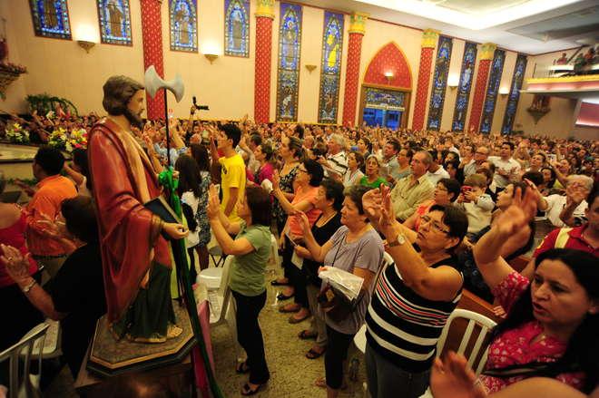 São esperados cerca de 30 mil fiéis em 13 missas - LUIZ SETTI / ARQUIVO JCS