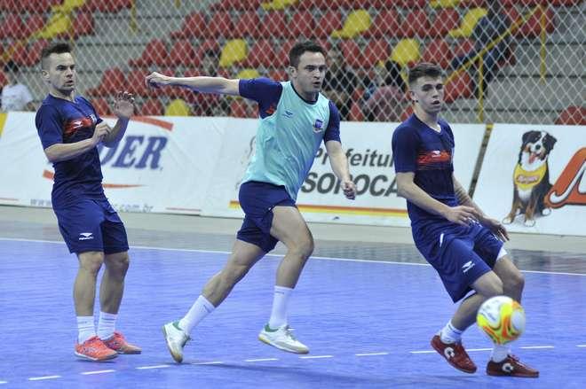Seleção brasileira de futsal faz primeiro treino na Arena Sorocaba - PEDRO  NEGRÃO 2cbca88a771af