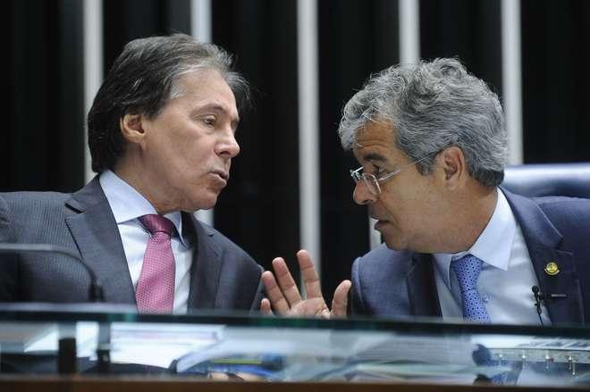 Gleisi apresenta emenda que propõe referendo em PEC do teto