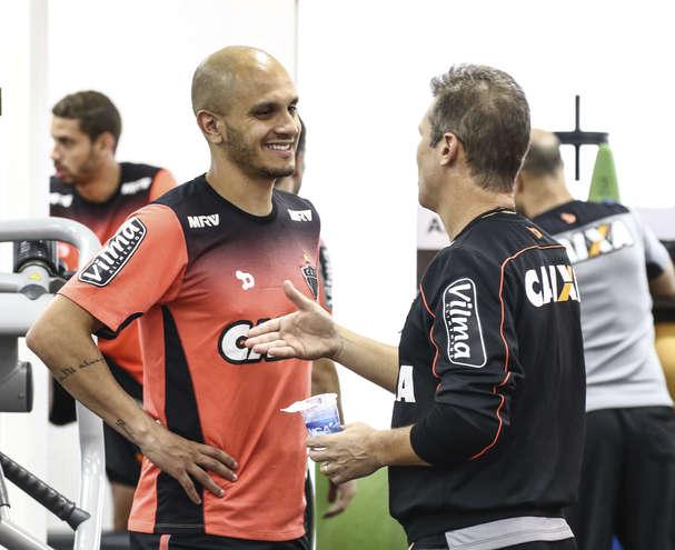 Tite convoca novo jogador para partida contra o Peru