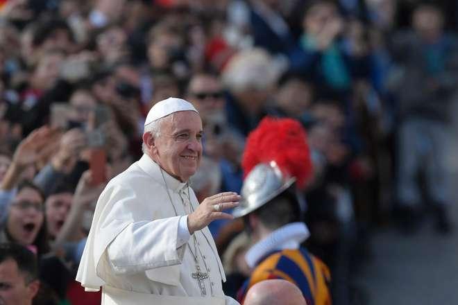 Papa autoriza padres a perdoarem féis que cometeram aborto