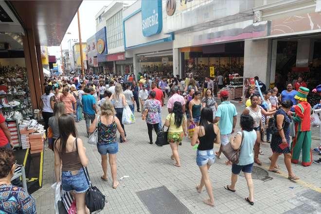 Consumidores lotam as ruas do comércio no sábado (10) - 10/12/16 - SOROCABA  E REGIÃO - Jornal Cruzeiro do Sul