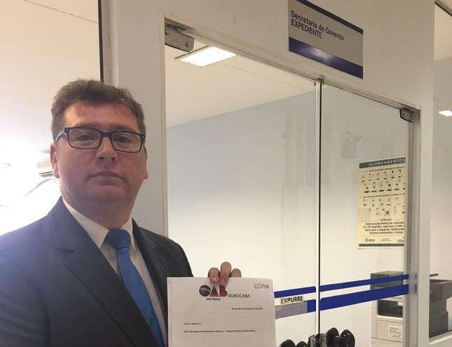Marcio Rogerio Dias, presidente da OAB Sorocaba, protocolou o pedido na Prefeitura  - DIVULGAÇÃO / OAB SOROCABA