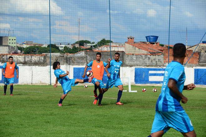 Os jogadores fizeram dois treinos no Humberto Reale - ALDO V. SILVA