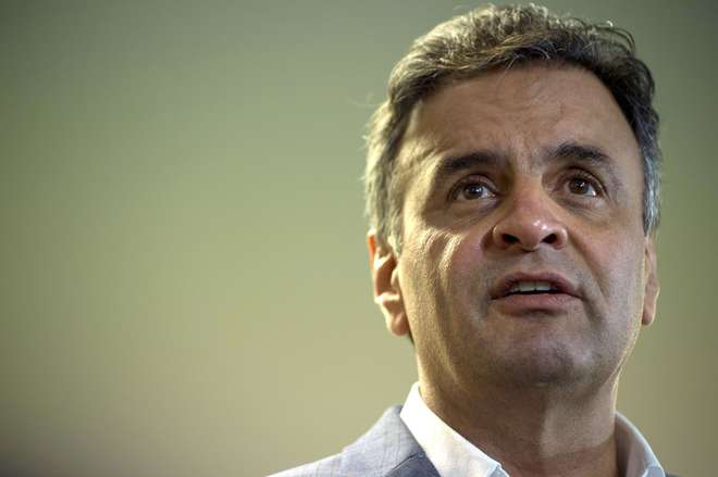 Jatinho que transportava Aécio Neves faz pouso de emergência em Cumbica
