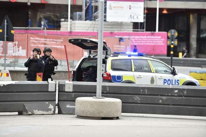 Encontrada bomba no camião que abalroou multidão — Estocolmo