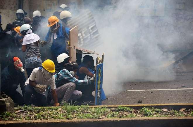 Mais um dia de protestos na Venezuela