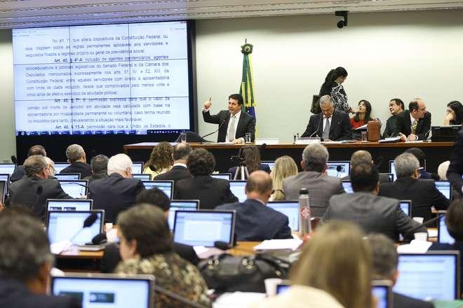 Deputados cobram acesso da população à votação de destaques da comissão