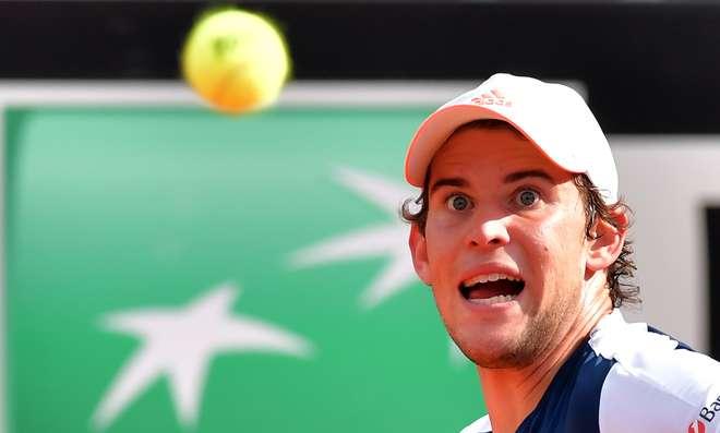 Djokovic massacra Thiem e faz final em Roma com Zverev
