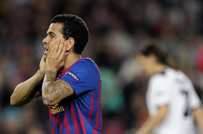 Dani Alves se irrita com rumores sobre o Manchester City