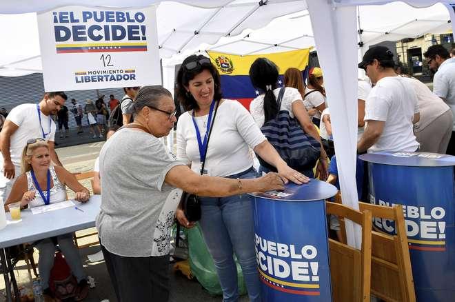 Oposição faz plebiscito simbólico na Venezuela contra Maduro