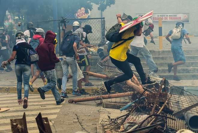 Resultado de imagem para Dia de greve na Venezuela deixou três mortos na rua