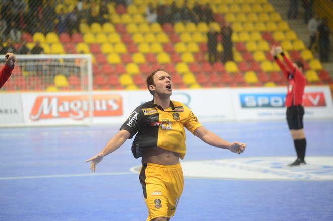 Pixote anotou o gol que desafogou o Magnus no 1º turno - FÁBIO  ROGÉRIO ARQUIVO d41f018b1e292