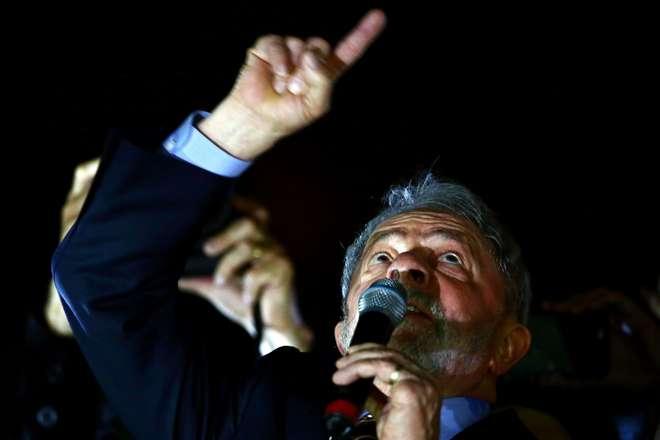 Lula discursou para apoiadores após o depoimento - AFP