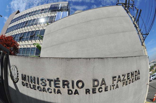 Receita Federal recebe R$ 104 bi em tributos