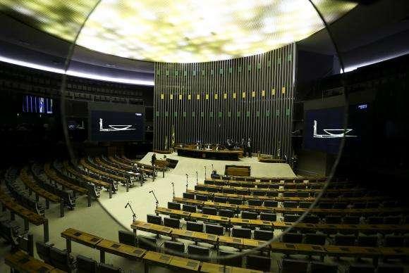 Relator da reforma política desiste de proibição a pesquisas