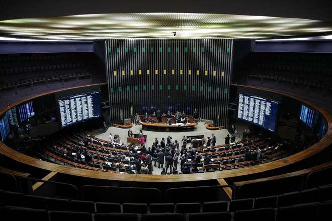 Rodrigo Maia abre sessão para votar destaques da MP do Refis