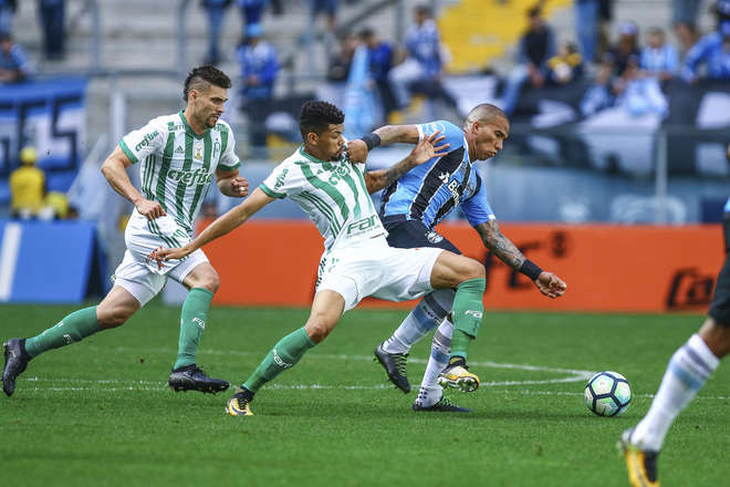 Resultado de imagem para Palmeiras atropela Grêmio em Porto Alegre e pressiona líder Corinthians