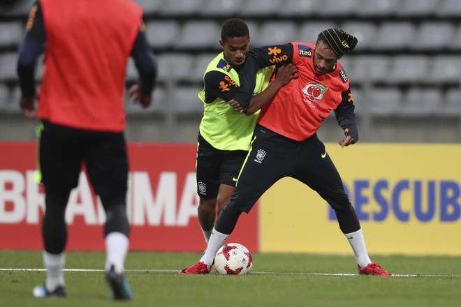 Médico da Seleção veta Coutinho contra o Japão e libera Neymar