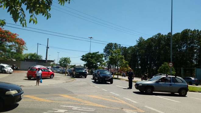 O acidente aconteceu na avenida Itavuvu - MARIA MAIA / REPÓRTER CIDADÃ