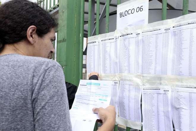 Alunos chegam no Uniceub, em Brasília, para prova do Enem - VALTER CAMPANATO / AGÊNCIA BRASIL (5/11/2017)