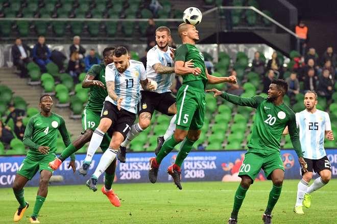 No primeiro tempo, a Argentina jogou bem, mas a Nigéria se recuperou e virou o jogo - AFP