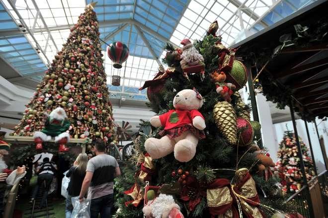 Três shoppings, como o Iguatemi Esplanada, já têm decoração - ERICK PINHEIRO aa95a67c7b