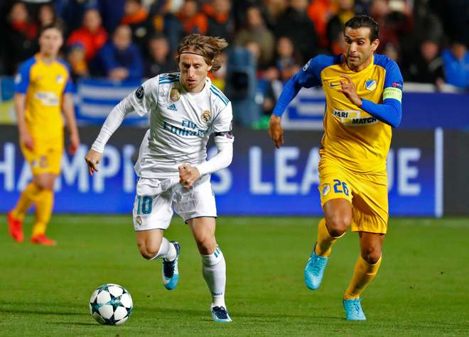 Benzema desencanta, Real Madrid desmantela APOEL e avança às oitavas da UCL