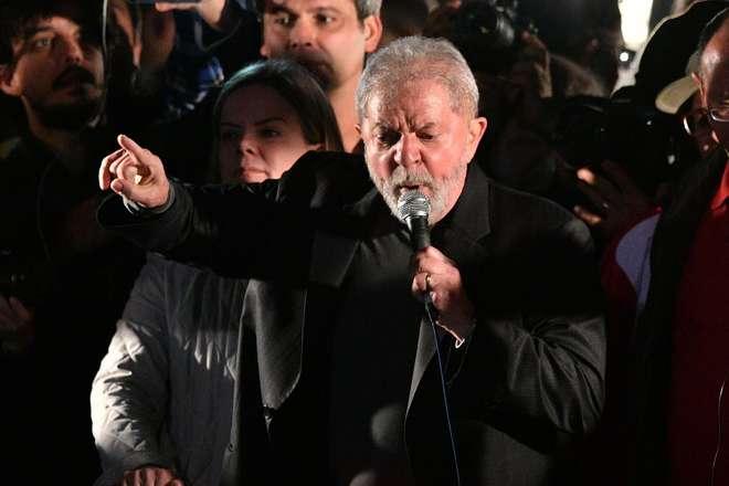 Lula diz que Temer 'inventou doença' da corrupção em discurso no RJ