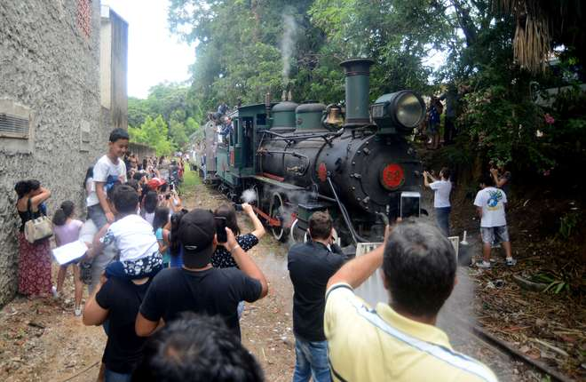 Passagem da Locomotiva 58 foi festejada em Votorantim - FÁBIO ROGÉRIO