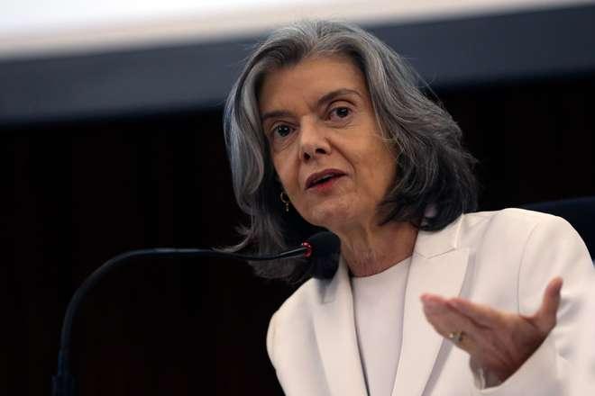 Cármen Lúcia aproxima Lula das grades — Atenção