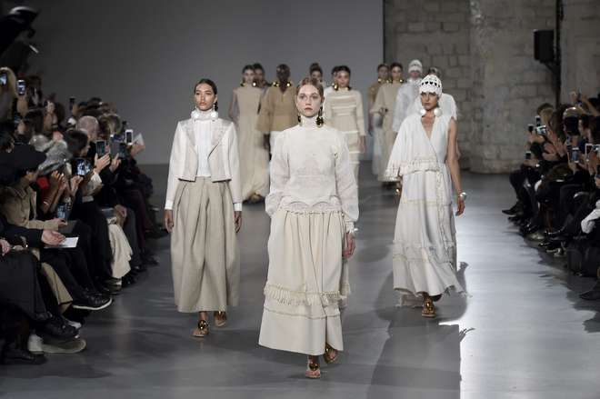 d32a504fe1 Coleção de Christophe Josse é apresentada em um dos eventos internacionais  de moda que invadem Paris