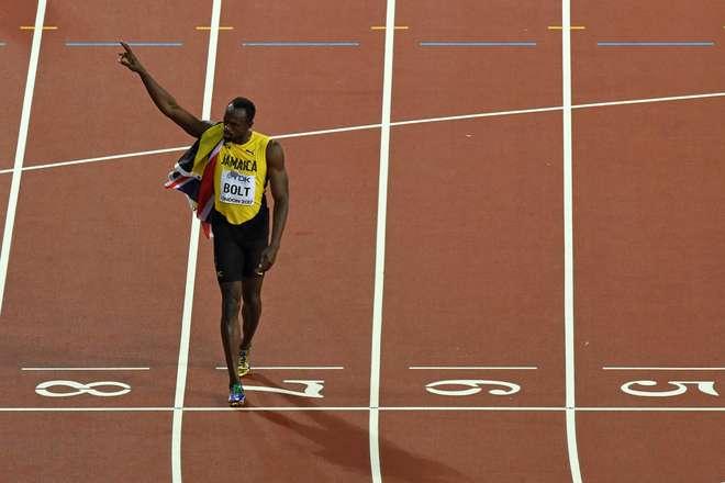 Usain Bolt anuncia que assinou com clube de futebol