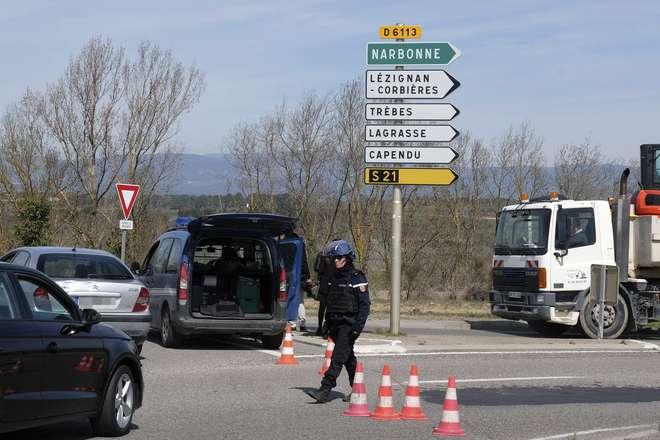 Morreu o polícia que substituiu reféns no supermercado em França