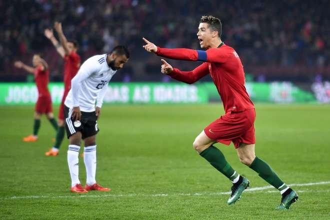 35cbe75a25 Cristiano Ronaldo foi o principal nome do jogo na vitória portuguesa -  FABRICE COFFRINI   AFP