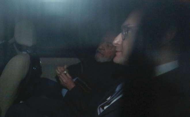 Acompanhado do advogado, ex-presidente deixa Instituto Lula após ordem de Moro - MIGUEL SCHINCARIOL / AFP