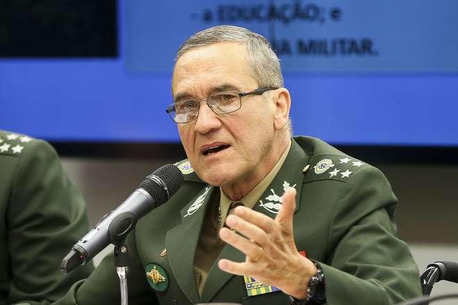 Resultado de imagem para General-comandante do Exército é internado